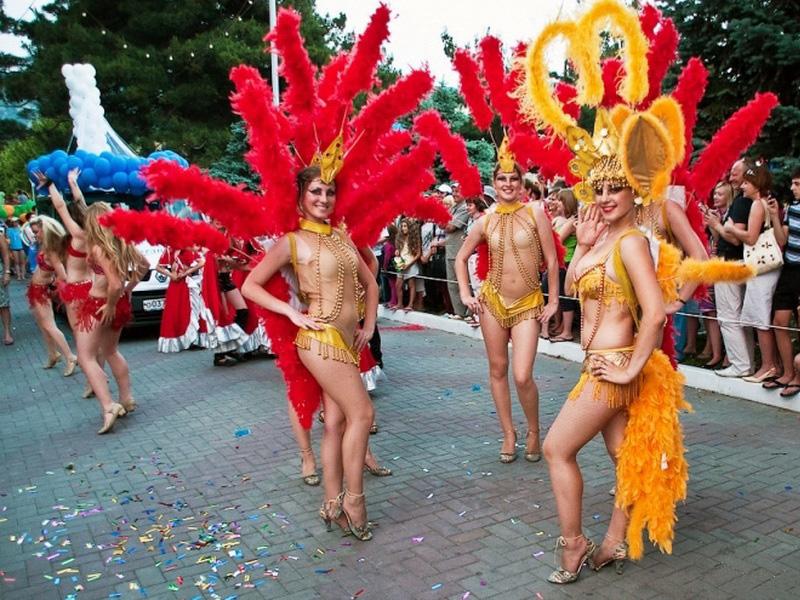 Карнавальное шествие курортные дары геленджика