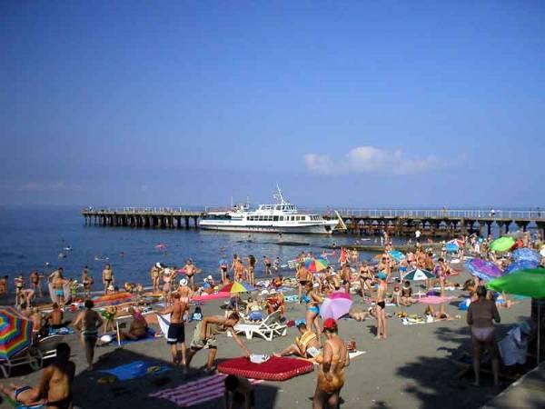 Адлер пляжа и города летом 44